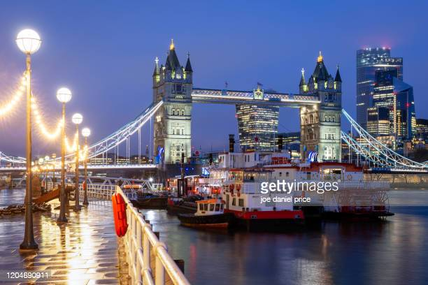 early morning, butler wharf, tower bridge, city of london, london, england - water's edge stock pictures, royalty-free photos & images