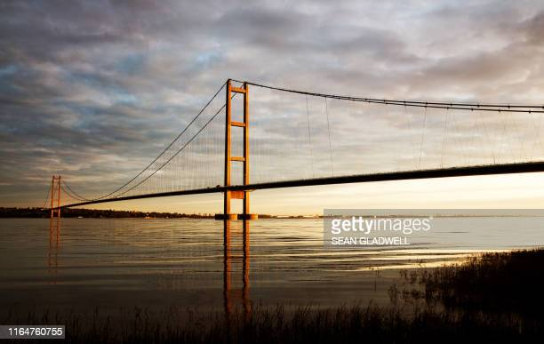early morning humber bridge - river stock pictures, royalty-free photos & images