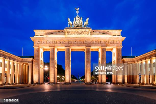 early morning, iconic, brandenburg gate, brandenburger tor, berlin, germany - berlin stock pictures, royalty-free photos & images