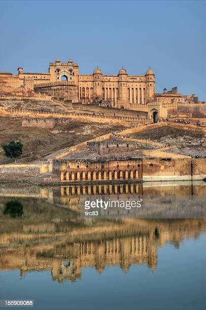 early morning image of the amber fort in jaipur - amber fort stockfoto's en -beelden