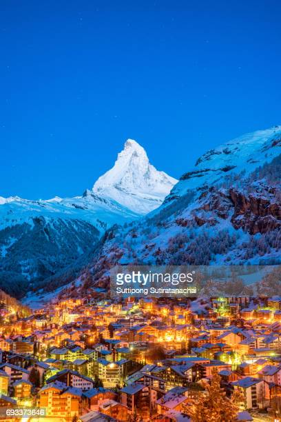 early morning landscape view on zermatt city village  valley and matterhorn peak in the morning, switzerland - swiss alps stock pictures, royalty-free photos & images