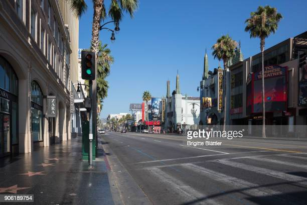 early morning on hollywood blvd - hollywood californie photos et images de collection
