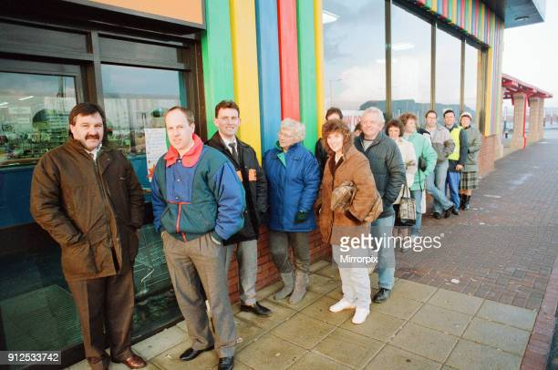 Early morning queues at Toys R Us at Teesside Shopping Park Sandown Way Stockton on Tees 22nd November 1990 The store receives a daily supply of 20...