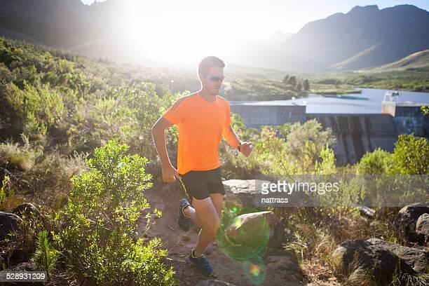 Morgendlichen Lauf in den Bergen