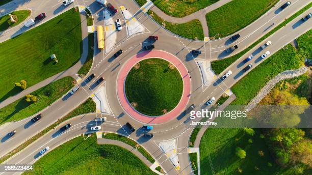 early morning rush hour at busy city roundabout - city_(wisconsin) stock pictures, royalty-free photos & images