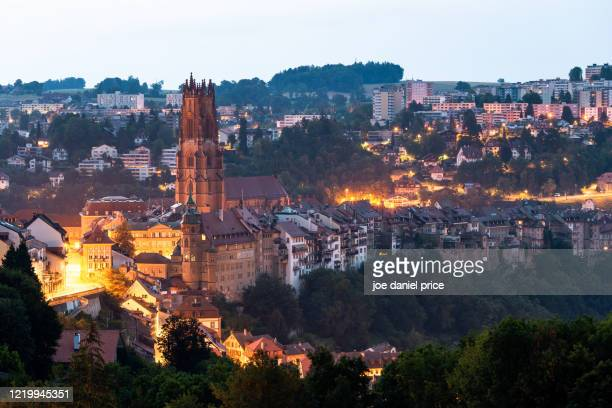 early morning, st-nicolas cathedral, fribourg, switzerland - フリブール州 ストックフォトと画像