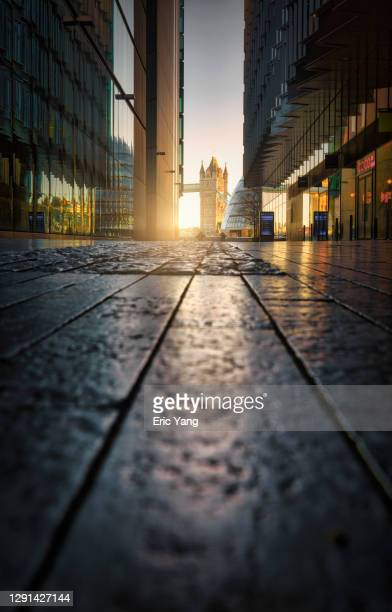 early morning street view of london - golden hour stock pictures, royalty-free photos & images