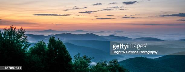 early morning sunrise off the blue ridge parkway - asheville stock pictures, royalty-free photos & images