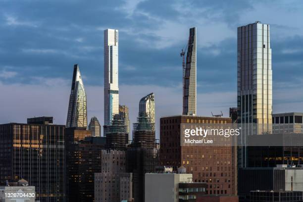 early morning view of billionaires' row in new york - manhattan new york city stock pictures, royalty-free photos & images