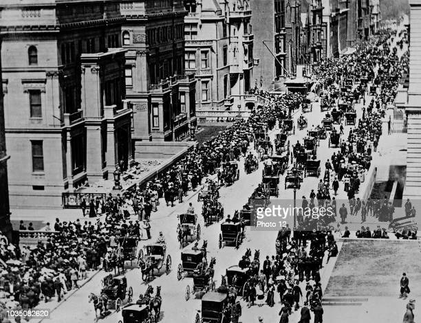 Early picture of Fifth Avenue in New York City Image shows a busy street bustling with horsedrawn traffic and a few cars Taken on Easter morning 1900