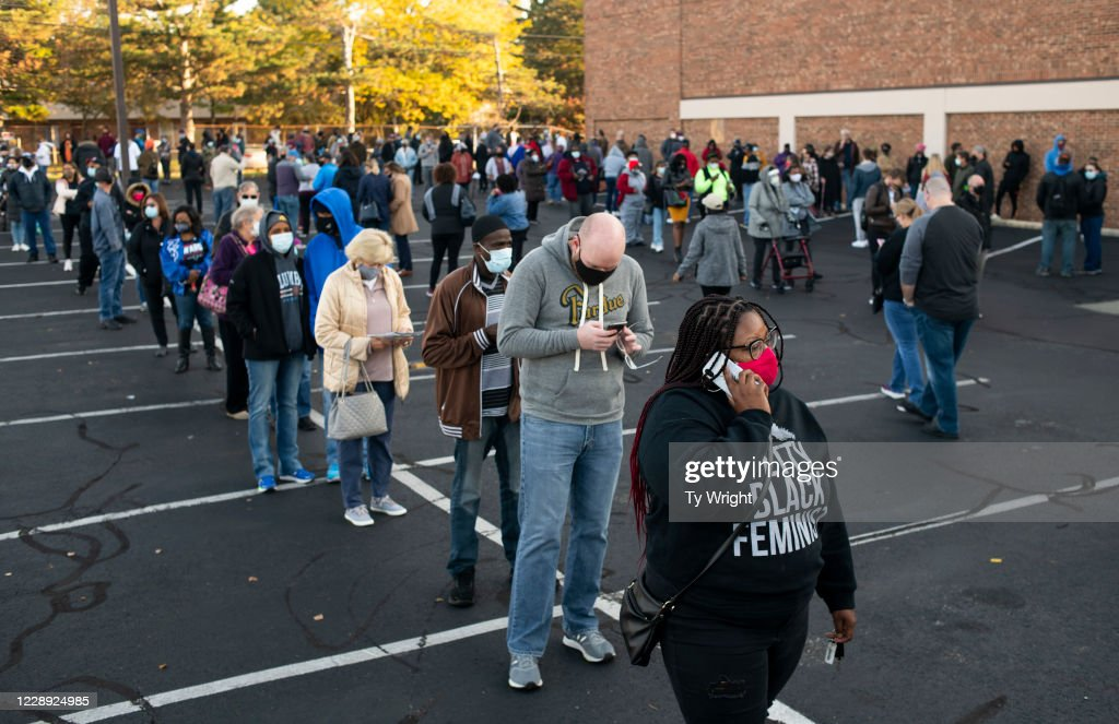 Early Voting Begins In Ohio : News Photo