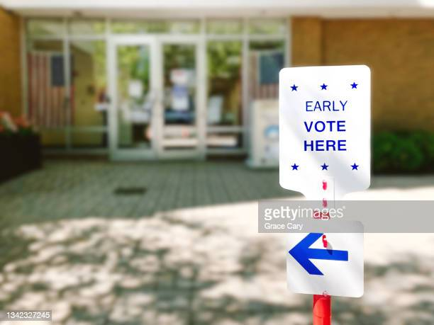 early voting sign outside of polling place - midterm election stock pictures, royalty-free photos & images