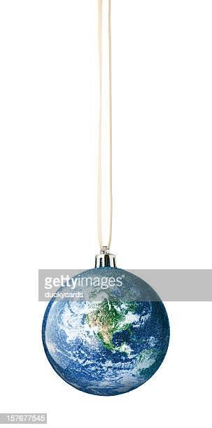 Erde Globus Christmas Ornament auf weißem Hintergrund