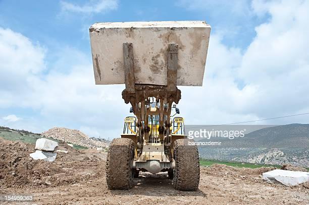 Pala meccanica in marmo cava