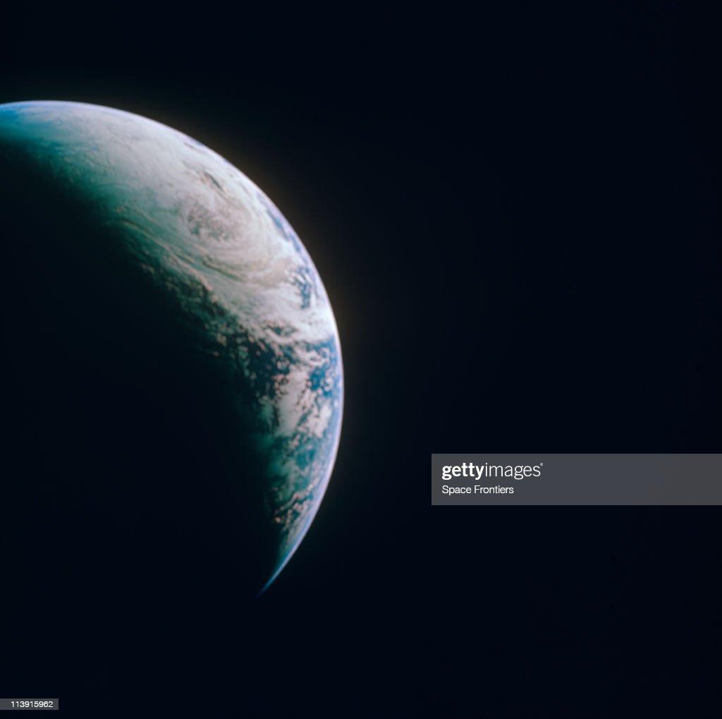 Earth From Apollo 4 : Foto di attualità