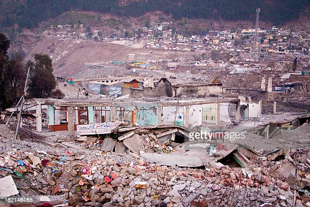 earthquake devastation - emergencies and disasters stock pictures, royalty-free photos & images