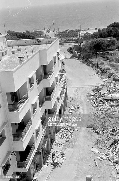 Earthquake In Agadir Au Maroc dans la ville d'Agadir les dégâts causés par le séïsme du 29 février 1960 vue en plongée d'un immeuble évacué donnant...