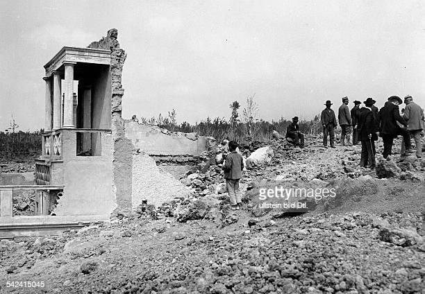 earthquake in Messina ruin of a house 1908 photographer M Rol