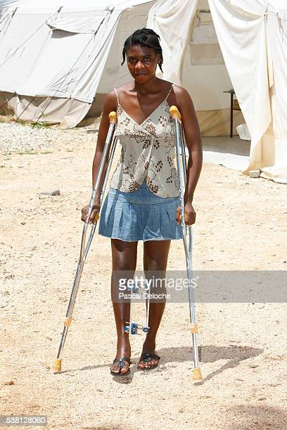 earthquake victim - haiti recovery stock pictures, royalty-free photos & images