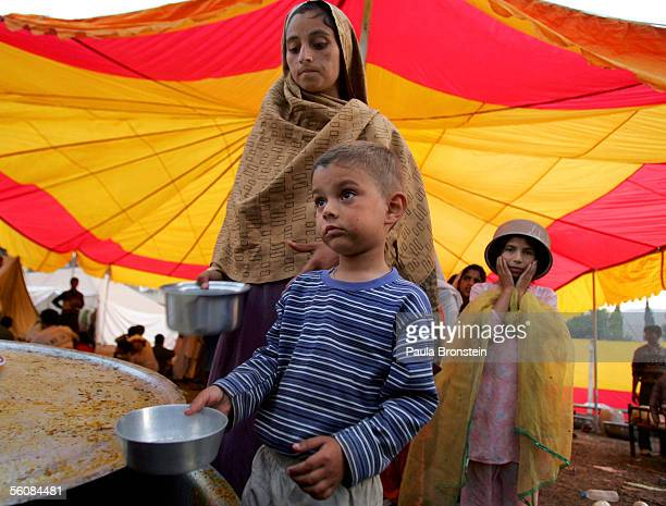 Earthquake victms wait in line for dinner cooked and donated by a local organization on EidUlFitr November 4 2005 in Muzaffarbad Pakistan EidUlFitr...