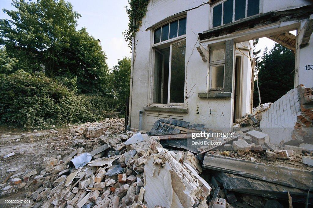 Earthquake wracked house, close-up : Stock Photo