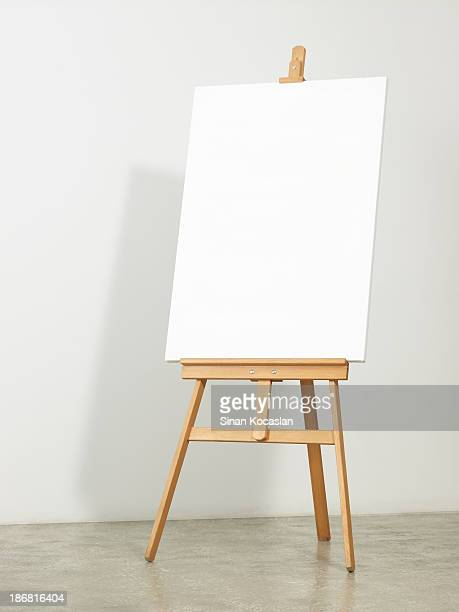 easel with vertical canvas - standing stock pictures, royalty-free photos & images