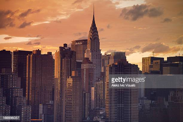 easing down - chrysler building stock pictures, royalty-free photos & images
