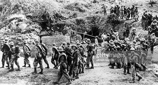 2WW East Africa Theatre of war Abyssinia Somaliland Germans living in Abyssinia enlist voluntarily to the italian army German volunteers on the march...