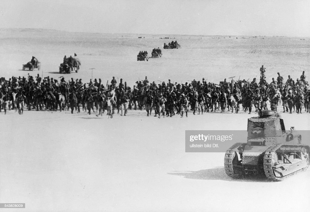 2.WW, East Africa , Theatre of war; Abyssinia, Somaliland (August40-Nov41) : Italian occupation of british-somaliland: Advance to Berberaabout 15.August 1940 - foreground tank Fiat 3000 B : News Photo