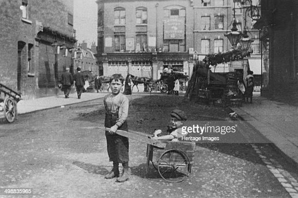 East End children London c1900 Poor Jewish boys playing in the street in a rundown area of London traditionally settled by immigrants