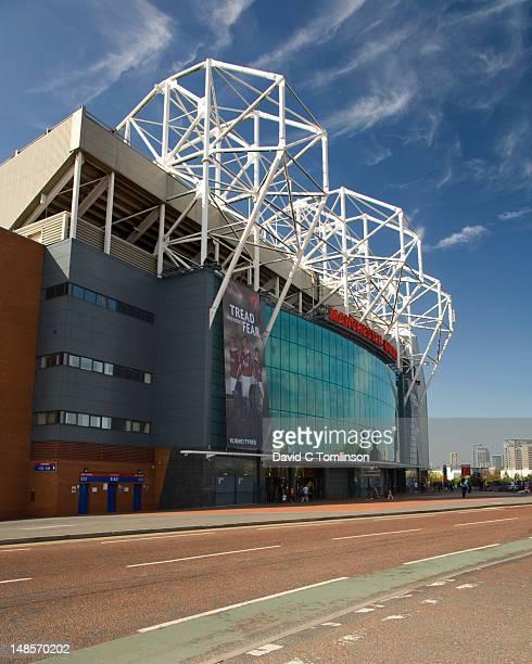 east facade of the manchester united football stadium, old trafford. - city of manchester stadium stock-fotos und bilder