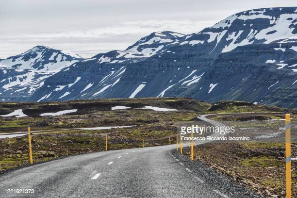 east fjords, lonely road to the mountains. iceland, europe - francesco riccardo iacomino iceland foto e immagini stock