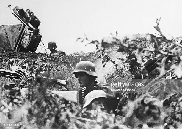 East Front Battle Field The German Grenadiers Waiting Before Assault On August 9Th 1943