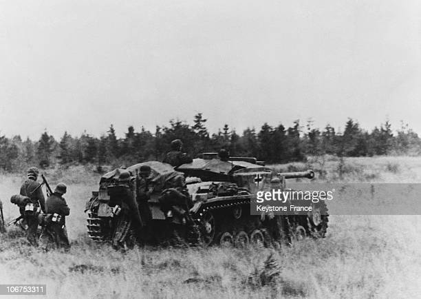 East Front Ussr German Infantry Attack Behind A Tank On 1943 October 3Rd