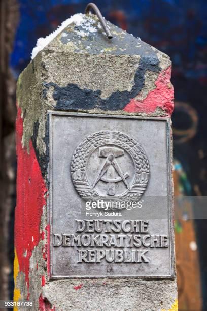 east germany border - alemania del este fotografías e imágenes de stock