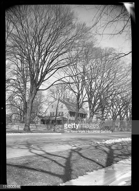 East Hampton, Long Island: unidentified Dutch-style house, New York, New York, late 19th or early 20th century.