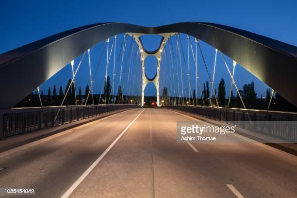 east harbour bridge, frankfurt, germany, europe - frankfurt main tower stock pictures, royalty-free photos & images