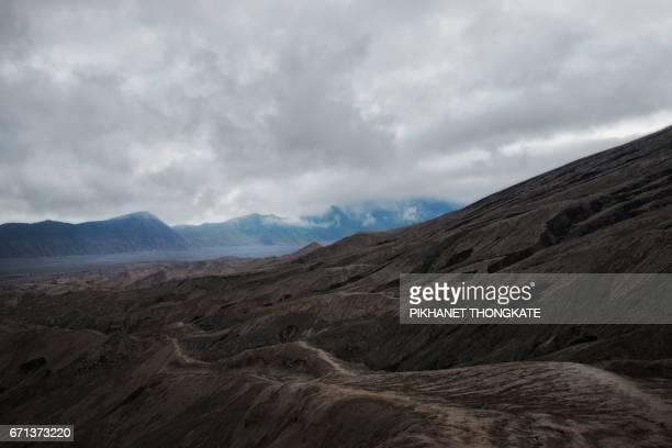 east java province, indonesia, plain, bromo-tengger-semeru national park, desert - east java province stockfoto's en -beelden