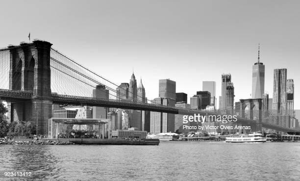 East River, Brooklyn Bridge and Manhattan, New York, USA