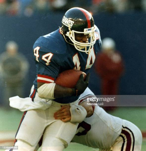 East Rutherford, N.J.: Football game between the New York Giants vs St. Louis at the Meadowlands in East Rutherford, New Jersey on December 14, 1986....