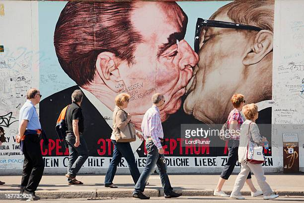 east side gallery - berlin stock pictures, royalty-free photos & images