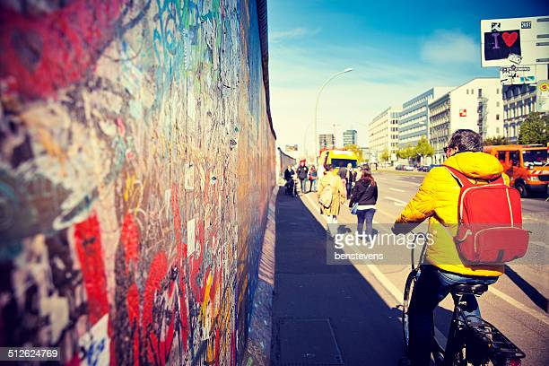 east side gallery - mauerfall stock-fotos und bilder