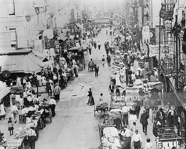 East Side street New York USA c1910 Between 1880 and 1924 thousands of Jews left Eastern Europe many settling in New York's Lower East Side