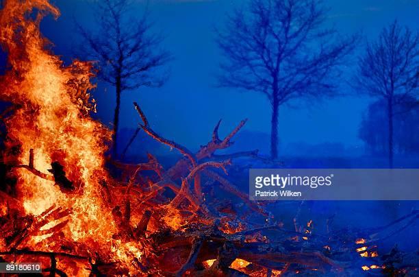 easter bonfire - osterfeuer stock-fotos und bilder