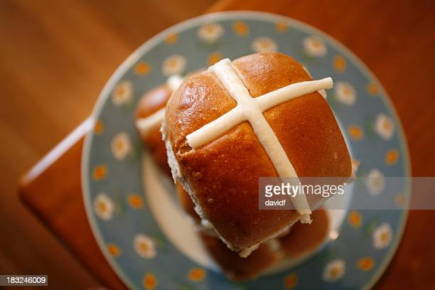 easter buns - hot cross bun stock pictures, royalty-free photos & images