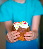 easter cake childrens hands
