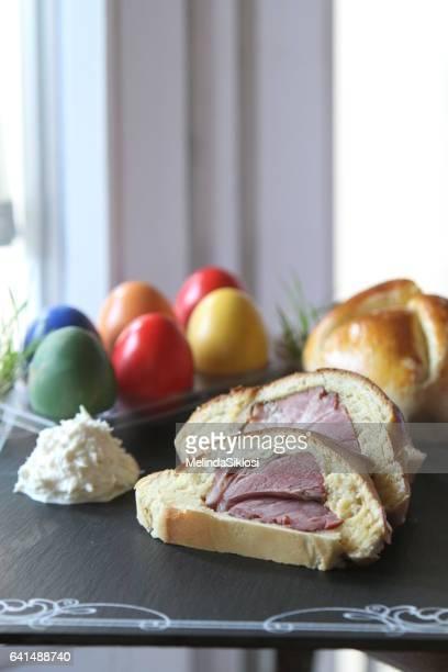 easter cake with ham - 西洋わさび ストックフォトと画像