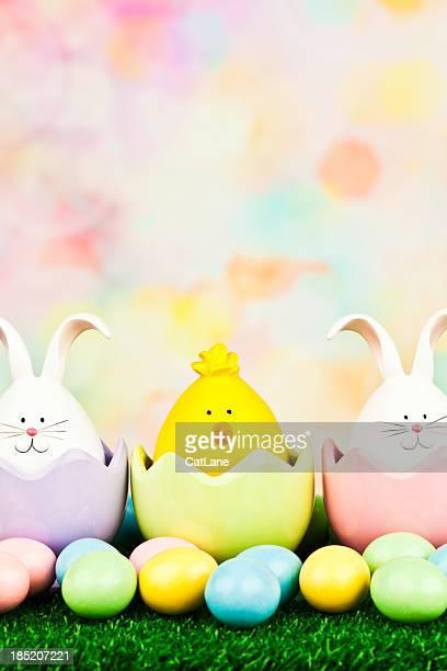 Ostern Kriechtiere in Eggcups mit Süßigkeiten