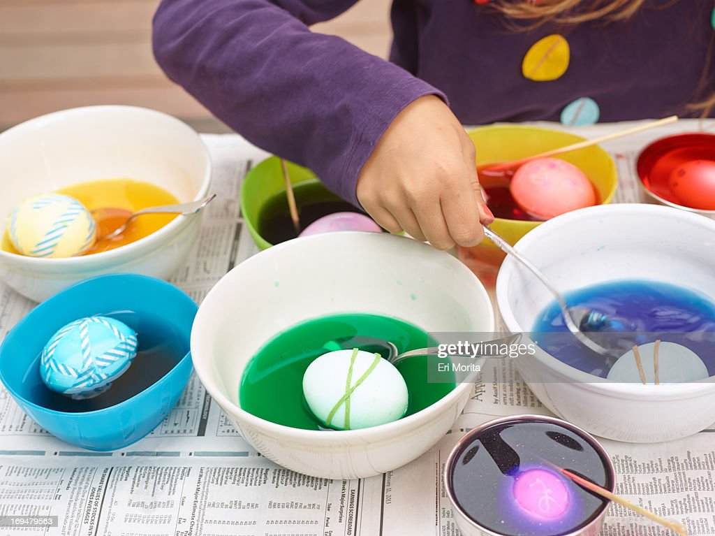 Easter Egg Coloring And Egghunt Stock-Foto - Getty Images