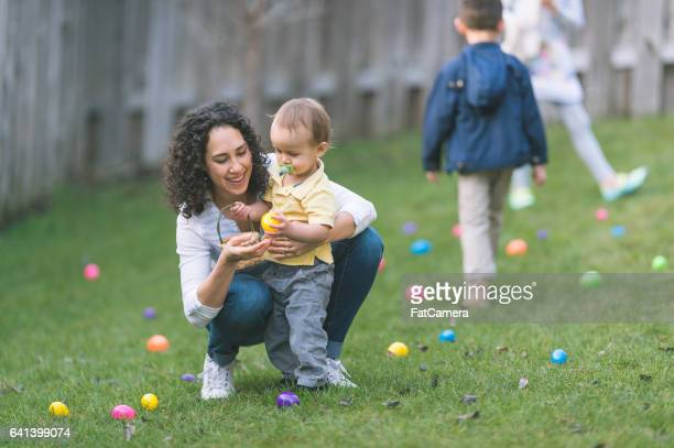easter egg hunt! - happy easter mom stock pictures, royalty-free photos & images